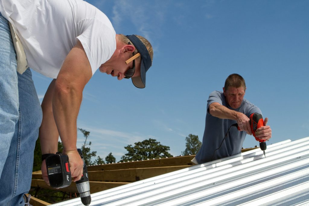 commercial roofer contractors installing commercial roofing