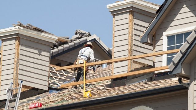 roof repairs on a grosse pointe home